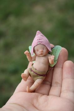 baby fairy by Brittani Nicole LimaOsorio Polymer Clay Fairy, Polymer Clay Dolls, Magical Creatures, Fantasy Creatures, Kobold, Clay Fairies, Fairy Figurines, Baby Fairy, Clay Baby