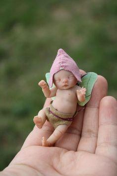baby fairy by Brittani Nicole LimaOsorio Polymer Clay Fairy, Polymer Clay Dolls, Baby Fairy, Love Fairy, Magical Creatures, Fantasy Creatures, Kobold, Clay Fairies, Fairy Figurines