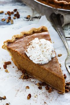 Easy Homemade Pumpkin Pie - This classic pumpkin pie is incredibly easy to make and has perfect texture and flavor! Easy Pumpkin Pie, Homemade Pumpkin Pie, Pumpkin Pie Recipes, Fall Recipes, Homemade Recipe, Delicious Desserts, Dessert Recipes, Yummy Food, Healthy Desserts
