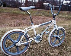 Bmx Bicycle, Bicycle Wheel, Skyway Bmx, Bicycle Wallpaper, Vintage Bmx Bikes, Bmx Flatland, Bicycle Painting, Bmx Freestyle, Garage Makeover