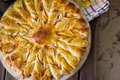 Receta fácil con explicación detallada y fotografías de todos los pasos a seguir para preparar un Hojaldre de jamón, bacon y queso.