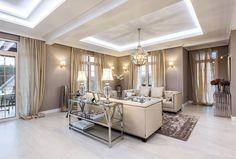 Dispozice domu odpovídá současným trendům. Téměř celé přízemí tvoří jeden otevřený prostor sústředním schodištěm, nakteré volně navazují velká jídelna, kuchyň asezení.