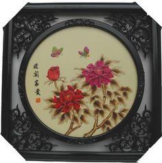 Панно Картины, выполняемые китайскими мастерами, делаются из самых различных материалов — из злаковых стеблей, древесной коры, пробкового дерева, перьев, рога, черенков риса. Ши роко известны также цветные бамбуковые занавеси, лаковые и фарфоровые картины, гравюры, лубок, цветы из шелка, бархата, бумажные гирлянды