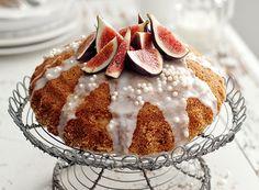 Bolo de laranja com figos e glacê de limão (Foto: Ulrika Ekblom/ StockFood) Food Cakes, Sweet Recipes, Cake Recipes, Cake & Co, Eat Smarter, Food Inspiration, Bakery, Muffin, Cheese