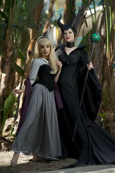 Aurora and Maleficent (Sleeping Beauty) Mother Daughter Halloween Costumes, Family Halloween Costumes, Disney Halloween, Halloween 2019, Fall Halloween, Halloween Ideas, Aurora Costume, Maleficent Costume, Duo Costumes