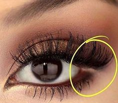 To make your eyes appear slightly bigger, clean the area on the outer corner of your eyes with a Q-tip, or apply a nude liner. (After your done with your eye makeup). It'll open up your eyes and gives you an attractive look. - هالحركة تناسب اللي تبي عيونها تبين أوسع، تاخذين عود قطن وتنظفين طرف العين او تحطين كحل بيج في طرف العين عقب ما تخلصين من مكياج العين. هالطريقة تفتح العين وتعطيها جاذبية اكثر.