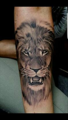 il leone tatuaggio con significato di forza e coraggio hair beauty pinterest tatuaggi. Black Bedroom Furniture Sets. Home Design Ideas