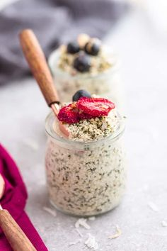 Overnight Oats - 9 Recipes + Tips for the BEST Easy Meal Prep Breakfast Make Ahead Oatmeal, Healthy Make Ahead Breakfast, Vegan Overnight Oats, Protein Breakfast, Healthy Breakfasts, Breakfast Smoothies, Healthy Meals, Healthy Food, Oats Recipes