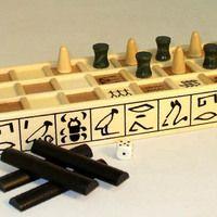 O ato de jogar e envolver-se em cenários verossímeis de realidades inventadas é uma característica comum dos povos desde o início da civilização. Conheça os primeiros jogos de tabuleiro da história.