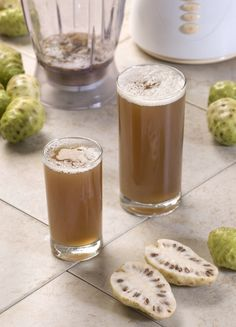 Health and Medicinal Uses of Noni Fruit The best health benefits of noni fruit and noni juice. Learn how to support your healthy lifestyle with Premium Organic Noni Juice. Noni Juice Benefits, Lemon Benefits, Coconut Health Benefits, Fruit Benefits, Health Blog, Juice For Skin, Sante Bio, Calendula Benefits, Healthy Oils