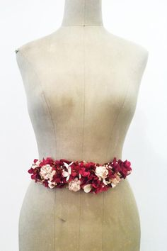 Cinturon de flores Flower Belt, Flower Crown, Boho Accessories, Boho Diy, Fabric Jewelry, Headgear, Diy Wedding, Wedding Ideas, Party Gifts