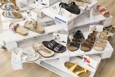 Os dias de calor estão cada vez mais perto e a pensar nisso, a Birkenstock apresentou uma nova coleção de calçado de primavera/verão.   Conheçam-na no post de hoje. http://mycherrylipsblog.com/birkenstock-ss18-412101  #shoes