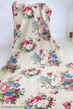 Vintage Home - 1930s Rose and Floral Barkcloth Fabric.
