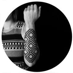 #tattoofriday - Brody Polinsky (Berlim) cria fantásticos padrões geométricos abstratos que ilustram a pele;