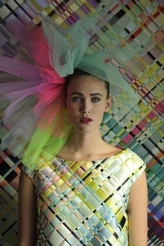 Woven dress and Textile Art by Ingunn Birkeland Oslo Couture Details, Fashion Details, Fashion Design, Geometric Fashion, Colorful Fashion, Textile Texture, Textile Art, Mode Tartan, Recycled Fashion