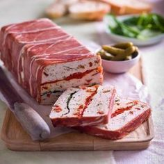 Collect this Chicken, Roasted Peppers and Sun Dried Tomatoes Terrine recipe by… Mince Recipes, Seafood Recipes, Appetizer Recipes, Cooking Recipes, Terrine Recipes, Appetizers, Mousse, Chicken Terrine, Salmon Terrine