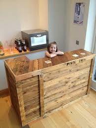 [ Diy Pallet Bar Idea 1001 Pallets ] - Best Free Home Design Idea & Inspiration Pallet Counter, Wood Pallet Bar, Wooden Pallet Furniture, Wooden Pallets, Bar Furniture, Pallet House, Pallet Benches, Pallet Tables, Recycled Pallets