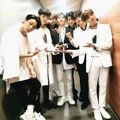 Ikon wins another award ❤️ Yg Entertainment, Bi Rapper, Bobby, Sassy Diva, Koo Jun Hoe, Ikon Kpop, Warner Music, Kim Jinhwan, Ikon Debut