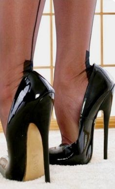 Schuhe high heels – # Allgemein Why Should You Get Married In Las Vegas? Sexy Legs And Heels, Black High Heels, High Heels Stilettos, High Heel Boots, Stiletto Heels, Pantyhose Heels, Stockings Heels, Talons Sexy, Extreme High Heels