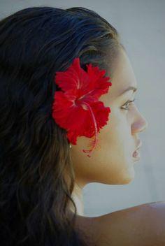 Polynesian Beauty, Hinarere Taputu | Tahiti Polynesian Girls, Polynesian Culture, Hibiscus, Hawaiian Mythology, Tahitian Dance, Hula Dancers, Hula Girl, Island Girl, Floral Hair