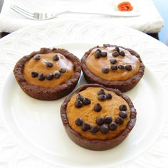 No Bake Mini Pumpkin Pies with Chocolate Crusts - These mini pumpkin pies have a delicious dairy-free no bake filling and chocolate crusts that you can make in a muffin tin (optionally gluten-free / vegan). Mini Pumpkin Pies, No Bake Pumpkin Pie, Pumpkin Pie Recipes, Baked Pumpkin, Pumpkin Dessert, Fall Recipes, Holiday Recipes, Top Recipes, Candy Recipes