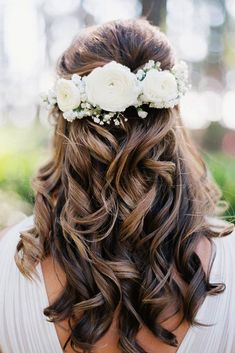 Unforgettable Wedding Hairstyles With Flowers ❤ See more: http://www.weddingforward.com/wedding-hairstyles-with-flowers/ #weddings #weddingmakeup #weddinghairstyles
