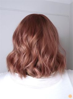 Pink hair rosa hår dusty pink Stockholm - Peach Stockholm If you find that brunettes Short Thin Hair, Rose Gold Short Hair, Rose Blonde Hair, Rose Gold Blonde, Blue Hair, Brown Hair To Rose Gold, Rose Gold Baylage, Pink Peach Hair, Dusty Pink Hair