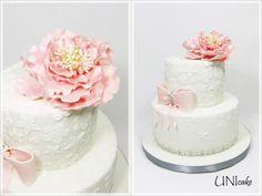H21.  Juhlakakku. Pioni, vaaleanpunaista ja blingiä.  Cake with pink peony and bling ribbon.