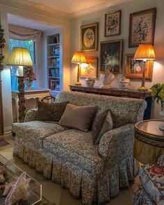 Our autumn light in Southern California is cooler now, and more oblique, but still, the rooms are suffused with… English Cottage Interiors, English Interior, Living Room Modern, Living Room Designs, Living Spaces, Country Farmhouse Decor, Furniture Styles, Decoration, Family Room