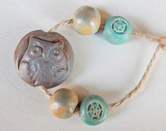 Handmade Set beads-lentil stoneware  Brown-Blue Owl . por Majoyoal
