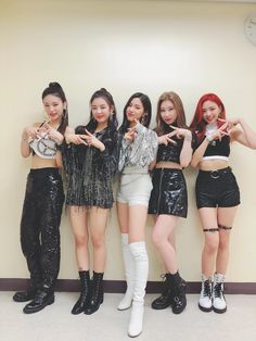 Find images and videos about kpop, JYP and itzy on We Heart It - the app to get lost in what you love. Kpop Girl Groups, Korean Girl Groups, Kpop Girls, Stage Outfits, Kpop Outfits, Dance Outfits, New Girl, Your Girl, Pretty Asian