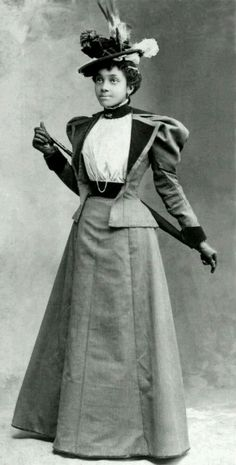 new women of the victorian era The victorian era fashion used a large amount of fabric which is why you could see a lot of fashionable victorian era clothing items like hoop skirt, ruffled dresses, the bloomer costume, etc, come into the picture.