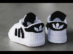 Zapatillas de bebé a ganchillo. Crochet baby sneakers booties. - YouTub