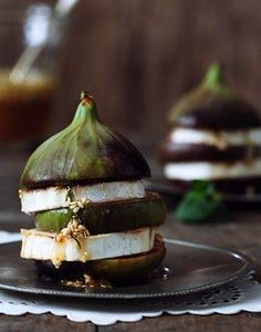 Fig and cheese appetizer. Looks delicious and healthy!