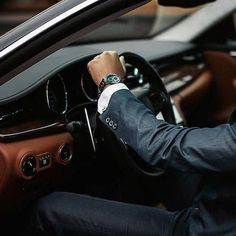Two Places That Are Crucial For Single Guys - Gentleman Lifestyle Gentleman Stil, Dapper Gentleman, Luxury Blog, Luxury Lifestyle, Luxury Cars, Lifestyle Blog, Sharp Dressed Man, Well Dressed Men, Motivation Business