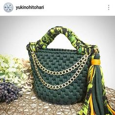 Ameiii esta bolsa! . #crochet #croche #handmade #cesto #fiodemalha #feitocomamor #feitoamao #trapilho #totora #knit #knitting #crochetbag #bolsadecroche #bolsadepraia #praia #bolsaartesanal #bag Por @yukinohitohari