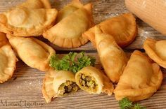 Sambusa- obłędnie pyszne arabskie pierożki Appetizer Salads, Appetizer Recipes, Pan Relleno, Czech Recipes, Snacks Für Party, Exotic Food, Food Design, Food To Make, Food Porn