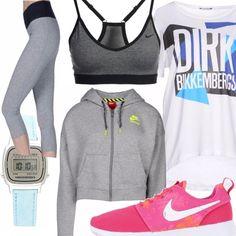 Il completo da runner della Nike è in realtà uno spezzato che è possibile abbinare a molte altre combinazioni, e il reggiseno può anche essere usato da solo, come top, senza bisogno di una maglietta. ma se la vogliamo, l'ideale è un capo in cotone, morbido, che faccia traspirare la pelle.