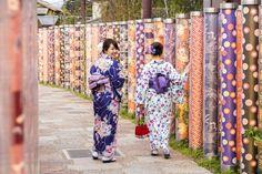 See the beautiful Kimono Forest at Arashiyama Station. The path is illuminated during evenings while you can see the intricate patterns during daylight. #Japan #kimonoforest #Kyoto #Arashiyama