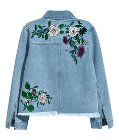 Denim blue. H&M LOVES COACHELLA. Short jacket in washed denim with distressed details and embroidered motifs. Collar, buttons at front, and open chest