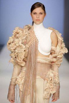 Textiles for Fashion - neutral shades & a beautiful mix of textures - fabric manipulation for fashion design; fiber art // Hafida Larkoubi Source by fashion design Knit Fashion, Fashion Art, Runway Fashion, Trendy Fashion, High Fashion, Fashion Show, Fashion Design, Fashion Fabric, Fashion Textiles