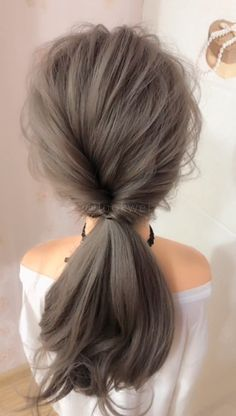 Very beautiful low ponytail hairstyle – Tutorial Per Capelli Low Ponytail Hairstyles, Girl Hairstyles, Hair Ponytail, Hairstyles Videos, Style Hairstyle, Trendy Hairstyles, Wedding Hairstyles, Medium Hair Styles, Curly Hair Styles