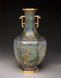 Vase, cast bronze, Cloisonné enamels and gilding, Qing dynasty China. Cloisonné enamel is used by filling areas with the desired color of powdered glass and then firing the piece. This takes lots of time! #KnowtheCrow #Chineseart #Pottery #Crowcollection