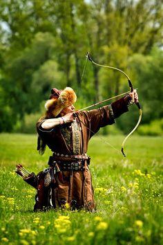 """""""Engem az íj tett szabaddá"""" – motiváló riport Mónus Józseffel Traditional Archery, Bow Arrows, Mongolia, Art Reference, Knight, Medieval, Sport, White Wolf, Cute"""