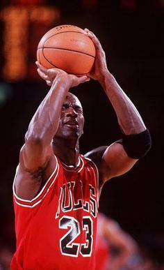 44bf75979735df An opponent during a game bets Michael Jordan that he can t make his  free-throw with his eyes closed. Michael