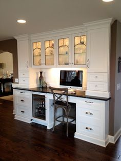 Kitchen desk Modern Design LLC's Design Ideas Pictures Remodel and Deco Kitchen Office Nook, Kitchen Desk Areas, Kitchen Work Station, Kitchen Buffet, Kitchen Desks, Office Desk, Built In Desk, Built In Cabinets, Kitchen Bar Design