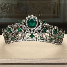 Magnificent emerald and diamond tiara by Bapst, 1820. Worn by various French royalty including Empress Eugenie. On permanent exhibition at The Louvre Museum. @museelouvre #louvremuseum #antique #emerald #diamond #tiara #royal #paris #france