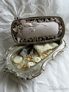 This is a surprisingly beautiful and useful vintage creation!! ~ Todolwen: An Old Butter Dish ~ Part 2 ..