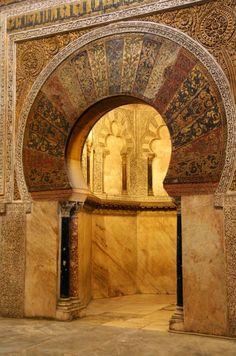 riglifos-y-metopas:  Mihrab  Mezquita de Córdoba.  Córdoba, Andalusia, Spain.  8th-10th century A.D.