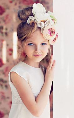 flower girl with pretty flower crown arrangement Beautiful Children, Beautiful Babies, Girl Hairstyles, Wedding Hairstyles, Child Models, Kind Mode, Little Princess, Belle Photo, Children Photography